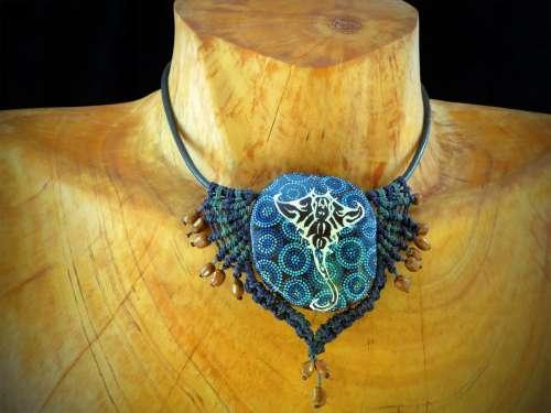Collier Raie Manta bleue ailes courtes