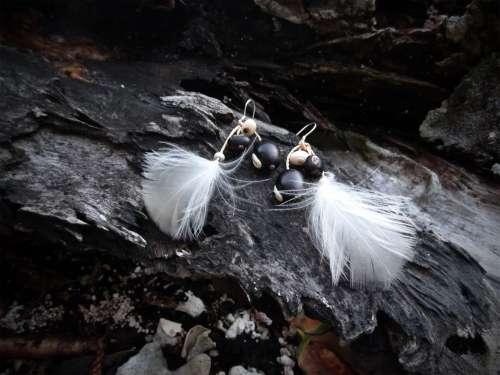 Boucles d'oreilles «Plume blanche»