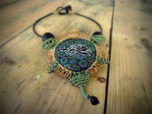 Collier Tortue pointilliste