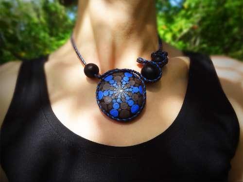 Collier Hypnose bleu