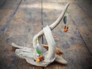 Boucles d'Oreilles, Plumes vertes et Graines 1